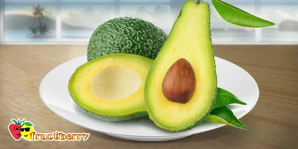 авокадо-на-тарелке