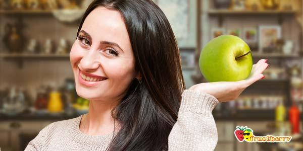 девушка-с-яблоком