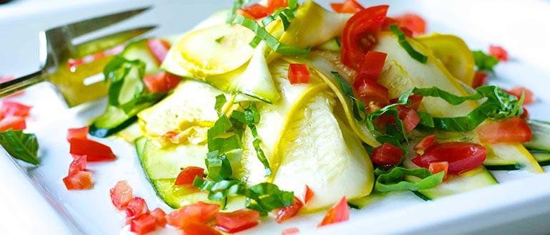 салат с сырыми кабачками и помидорами