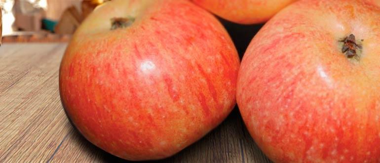 Конфетное яблоко